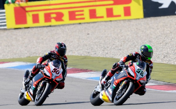 2.ApriliaRacing_Laverty_Guintoli_race
