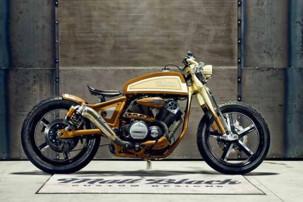 2015_YAM_YBXV950PLAYADELR_EU_CUSTOM_STAT_001
