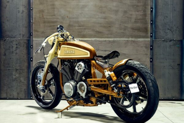 2015_YAM_YBXV950PLAYADELR_EU_CUSTOM_STAT_005