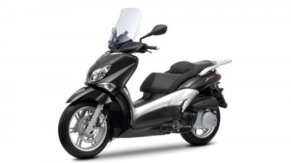 2013-Yamaha-X-CITY-250-EU-Midnight-Black-Studio-007