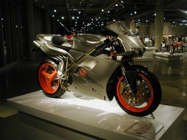Ducati_916_Senna_jpg_650_490