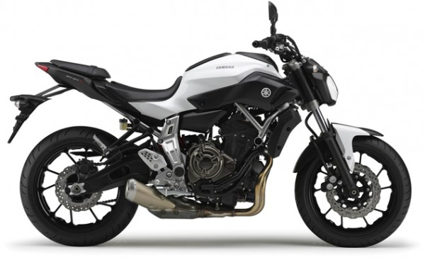2014-Yamaha-MT-07-EU-Competition-White-Studio-002