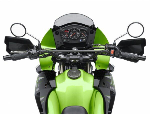 14_KL650E_GRN_Rider_POV_R_med_