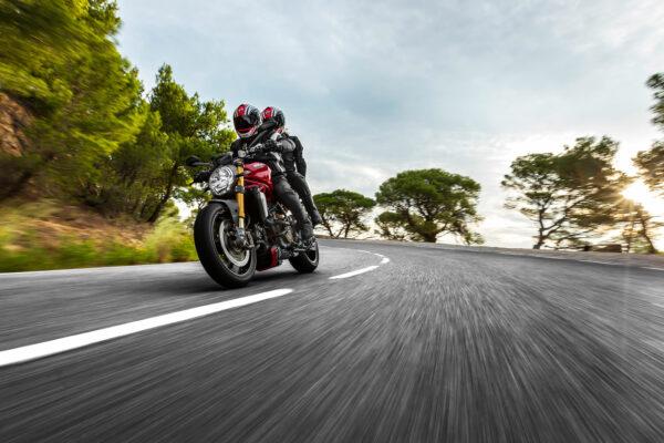 2014-Ducati-Monster-1200S1