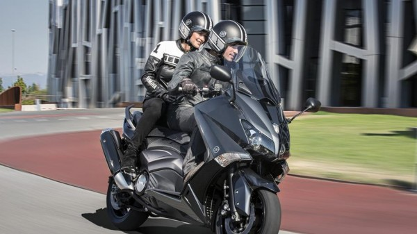 2014-Yamaha-T-MAX-ABS-EU-Tech-Graphite-Action-003