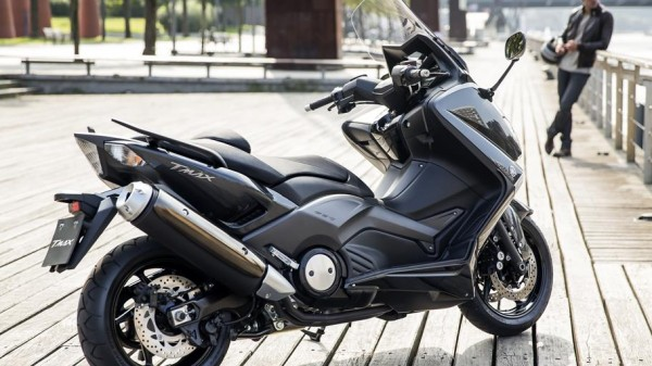 2014-Yamaha-T-MAX-ABS-EU-Tech-Graphite-Static-014