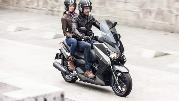 2014-Yamaha-X-MAX-250-ABS-EU-Matt-Grey-Action-003