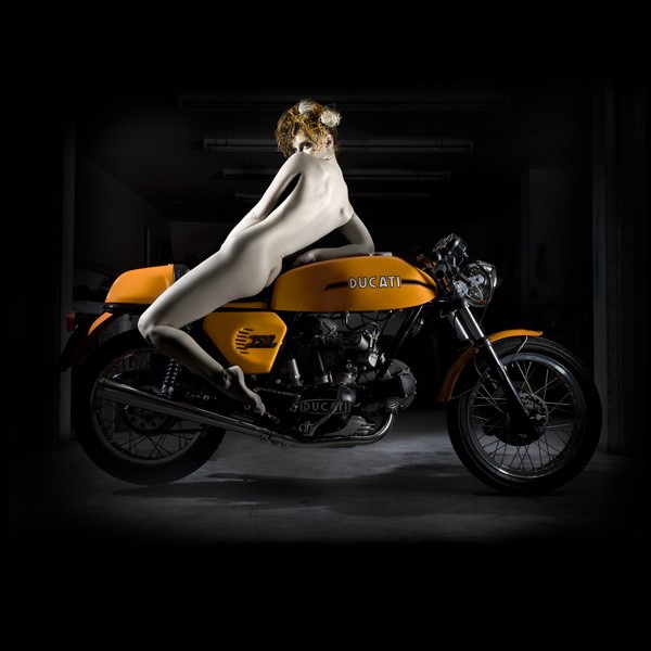ducati-desmo-photography-collection-by-elizabeth-raab-10