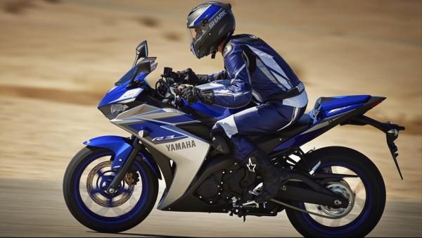 2015-Yamaha-YZF-R320-EU-Race-Blu-Action-003