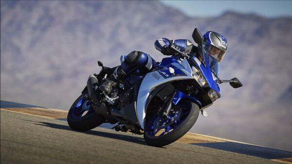 2015-Yamaha-YZF-R320-EU-Race-Blu-Action-006