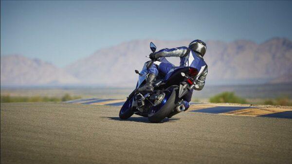 2015-Yamaha-YZF-R320-EU-Race-Blu-Action-008