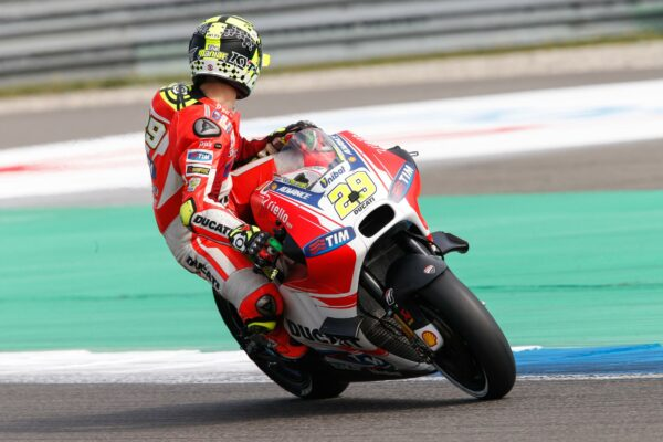 29-iannone__gp_1681_gallery_full_top_fullscreen