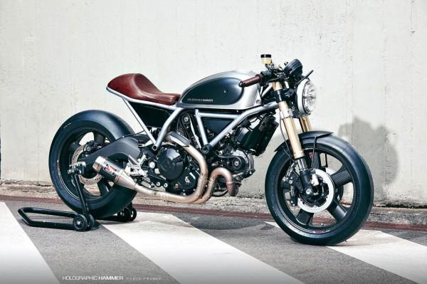 Holographic-Hammer-Ducati-Scrambler-Hero-01-cavalletto