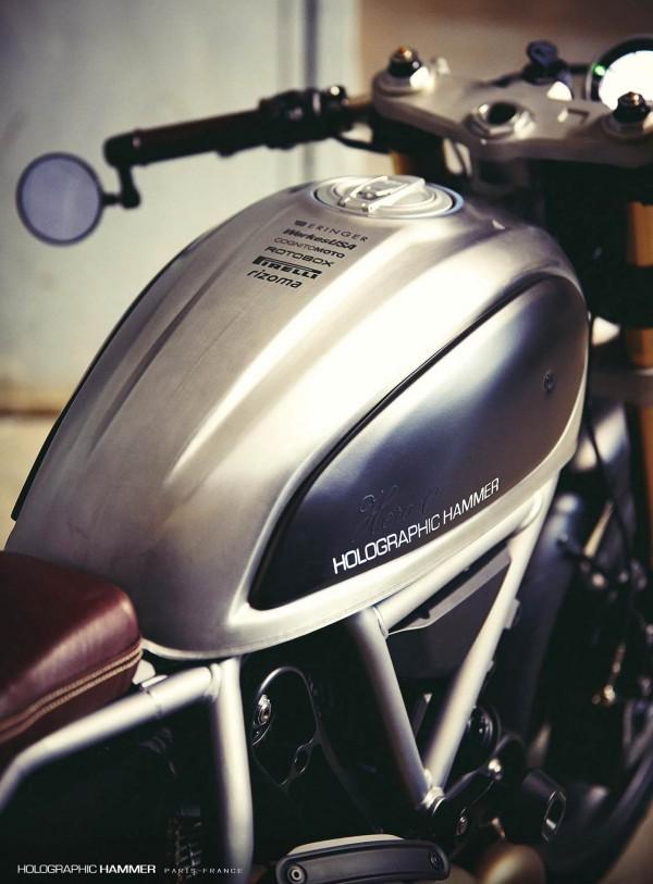 Holographic-Hammer-Ducati-Scrambler-Hero-01-serbatoio