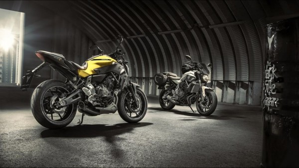 2015-Yamaha-MT-07-EU-Extreme-Yellow-AccessorizedStatic-001