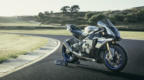 2016-Yamaha-YZF1000R1SPL-EU-Silver-Blu-Carbon-Static-001