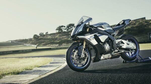 2016-Yamaha-YZF1000R1SPL-EU-Silver-Blu-Carbon-Static-003
