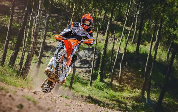 KTM_EXC MY 2017_Action 06